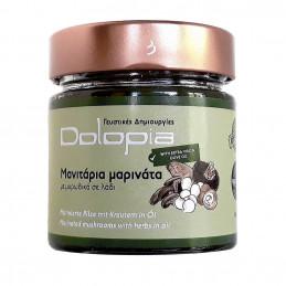 mélange de champignons marinés à l'huile d'olive et herbes aromatiques